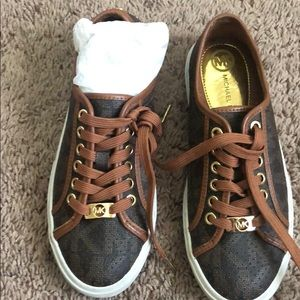 Women Michael kors tennis shoes tan and brown